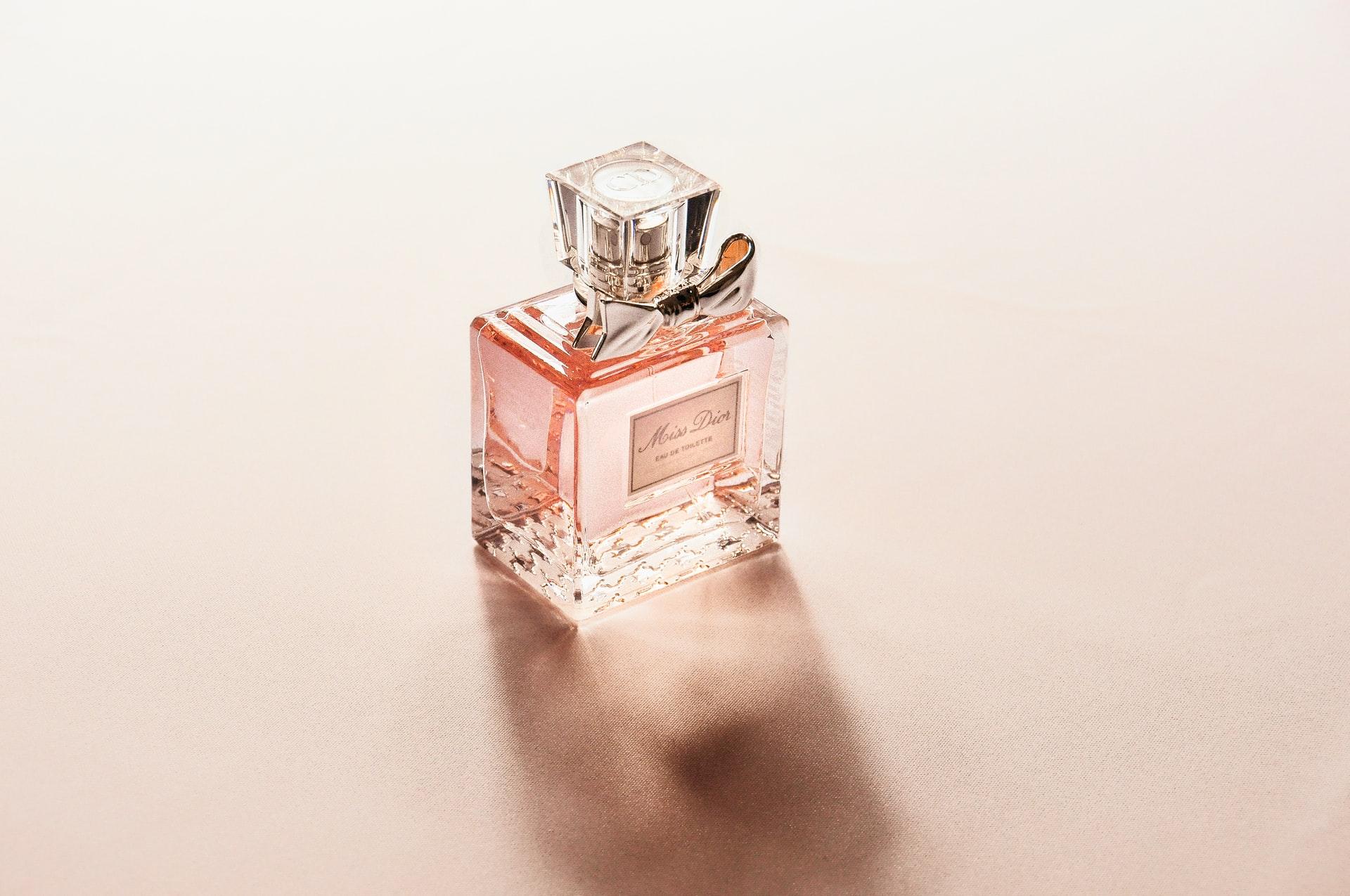 Una selección de 3 perfumes franceses de mujer para las más exigentes